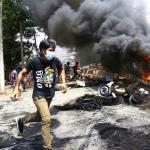 鎮壓釀500人慘死   示威祭垃圾大戰